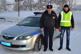 Staff of traffic police of Yamal gave help to the driver and passengers of the bus