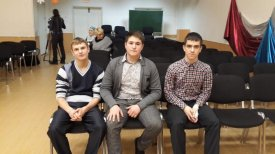 The Novy Urengoy teenagers rescued the woman and three children